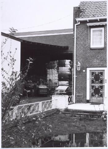 022205 - Textiel. Magazijn van kunstwolfabriek De Wolkat aan de Hilvarenbeekseweg, met rechts de woning van de eigenaar
