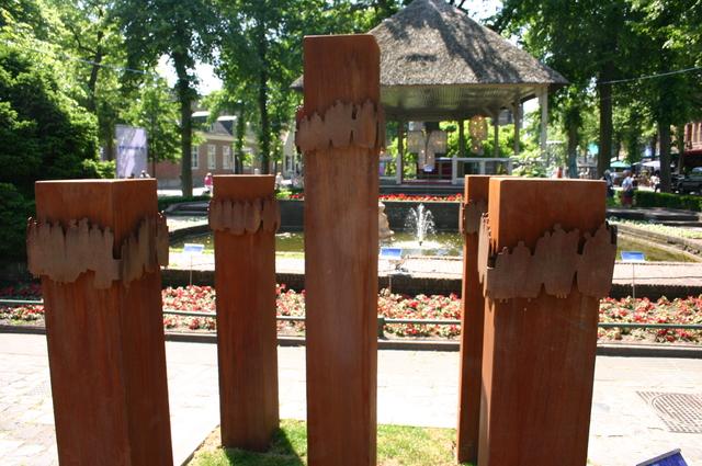 657177 - Kunst. De derde editie van de openluchtexpositie Oisterwijk Sculptuur langs De Lind in 2006.