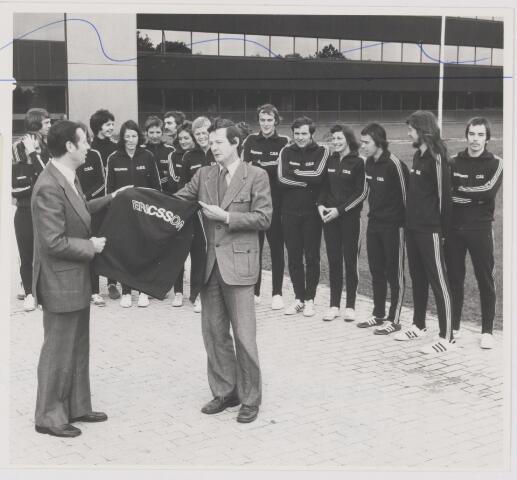 082090 - Volleybal C.S.S. Rijen. Nieuwe trainingspakken voor C.S.S. sponsor Ericson Rijen