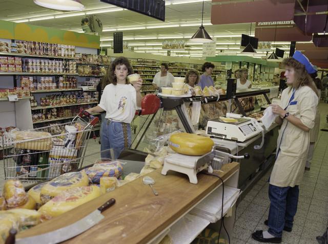 TLB023000082_002 - Supermarkt van De Rooi Pannen waar de leerlingen de benodigde praktijkervaring op doen. Foto t.b.v. Onderwijsexpositie