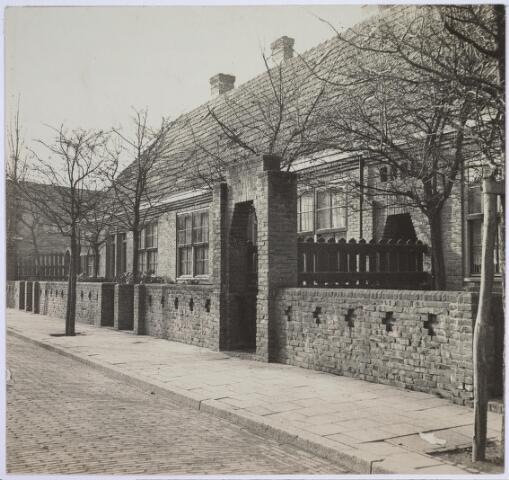 026293 - Woningwetwoningen in de Van Malsenhof omstreeks 1930