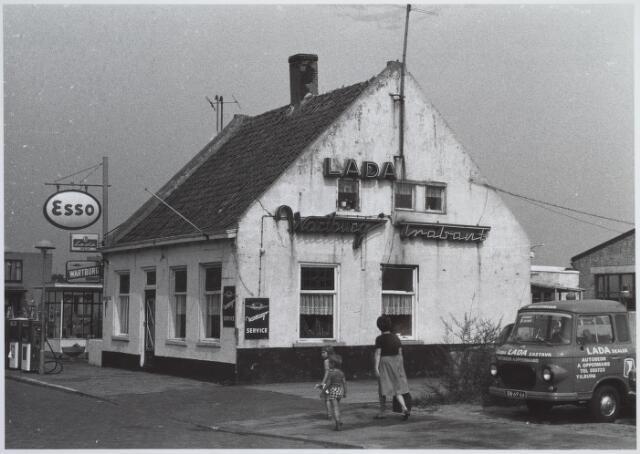 026151 - Garage Oppermans aan het Lijnsheike medio 1976