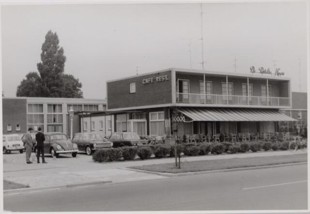 045072 - Horeca. Hotel  de Postelse Hoeve op de hoek Rückertbaan/dr. Deelenlaan.