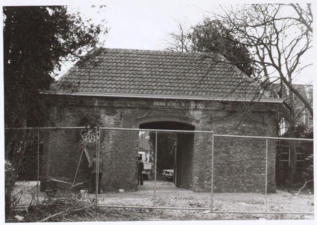 024723 - Koetshuis op het voormalige complex van Diepen aan de Korvelseweg. Het is het enige overblijfsel van deze textielfabriek en doet nu dienst als elekriciteitshuisje