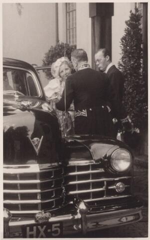 053328 - Koninklijke Bezoeken. koningin Juliana en prins Bernhard brengen een bezoek aan Tilburg