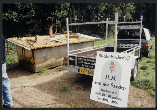 91570 - Op de foto reclame voor het Rietdekkersbedrijf J.L.M. van der Sanden in Wagenberg. Zie foto 91571