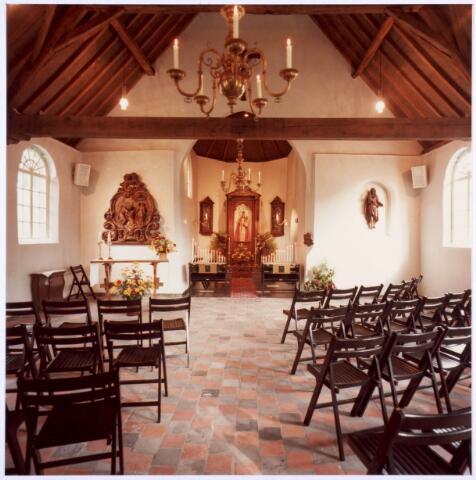 020336 - Interieur van de Hasseltse kapel. Vanaf 1845 werd de kapel in de Mariamaand mei ´s nachts bewaakt, aanvankelijk drie dagen, maar al spoedig dagelijks
