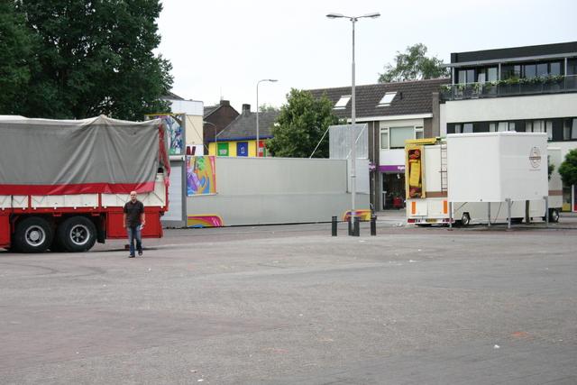 657100 - De afbouw van Tilburg kermis in 2006.