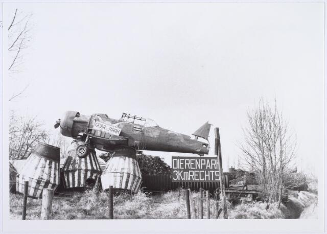 014199 - Opslagplaats van oud ijzerhandel Van Raak aan de Alpenlaan