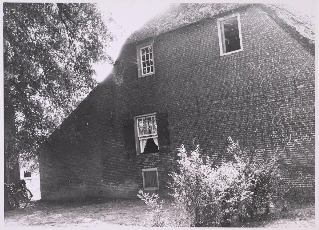 024028 - Zijgevel van de Hendrik en Alexanderhoeve op Koningshoeven circa 1959