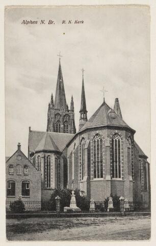 065242 - De R.K. kerk St. Willibrordus in Alphen is gebouwd tussen 1559-1560; nadat deze eerst in handen van de protestanten was is ze later overgegaan in katholieke handen; er zijn regelmatig herstellingen gedaan in de periode 1885-1910; de boven romp van de toren is verwoest op 3 oktober 1944 en het duurde tot 1968 voordat de toren weer geheel hersteld was
