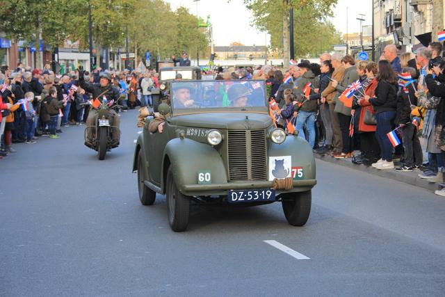 658387 - Tilburg 75 jaar bevrijd. Een optocht met militaire voertuigen en taptoe door de Tilburgse binnenstad op 27 oktober 2019.