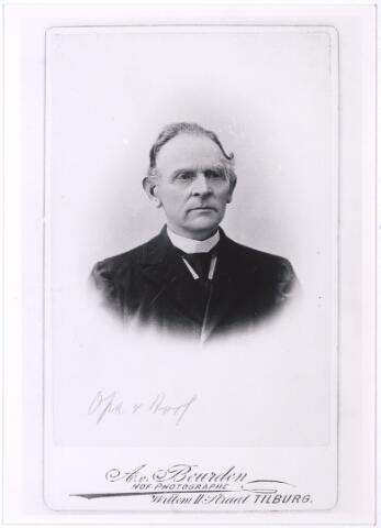 """004498 - Johannes van HOOF (Tilburg 1828-1923) trouwde in 1852 in Tilburg met met Johanna Maria Becx (Tilburg 1826-1923). Hij gaf toen meubelmaker op als beroep. In 1881 wordt vermeld: stroomtras- en houtzaagmolenaar, machinale stoelenfabriek, handel in bouwmaterialen en steenkolen aan de Spoorlaan. In 1900: Houtzagerij en houthandel. Volgens de Tilburgse Courant was hij de """"bouwer van het Station te Tilburg, en de spoorlijn Zwolle- Meppel met de daartussen gelegen stations en bruggen"""". Zijn zoon Cornelis Franciscus werd een bekend Tilburgs architect. (reproductie; origineel niet in collectie aanwezig)"""
