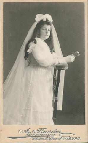 650891 - Gerritsen-Smits, Rosalie. Geboren in 1866 in Tilburg. Eerste Communie foto rond 1870