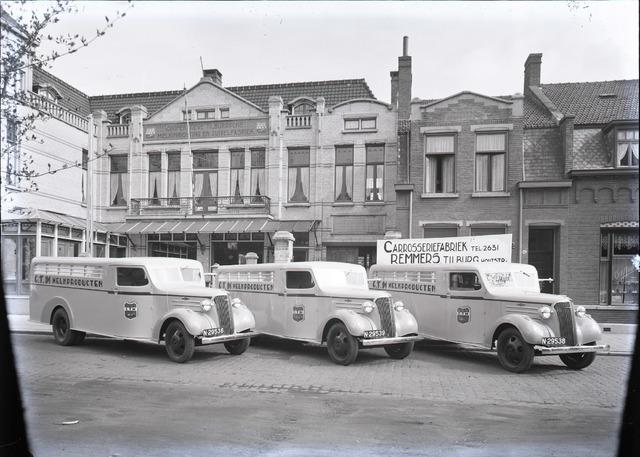 654390 - Vrachtwagens (Chevrolet) voor de CTM-fabriek.