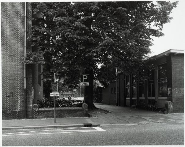 032850 - Pad tussen het belasting kantoor en het parkeerterrein van de Koninklijke Harmonie voorheen de tuin van de Koninklijke Harmonie
