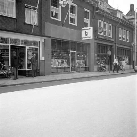 D-001230-1 - Boekhandel Gianotten, Heuvel