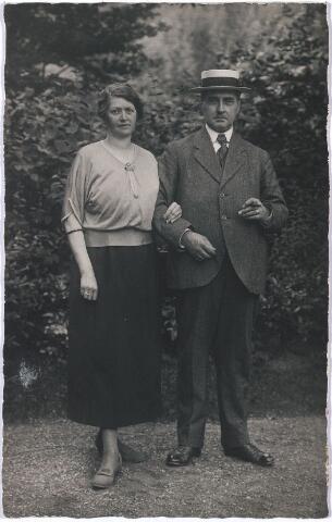 004762 - Echtpaar JANSSENS-MINDEROP op vakantie in het buitenland, jaren twintig 19e eeuw.
