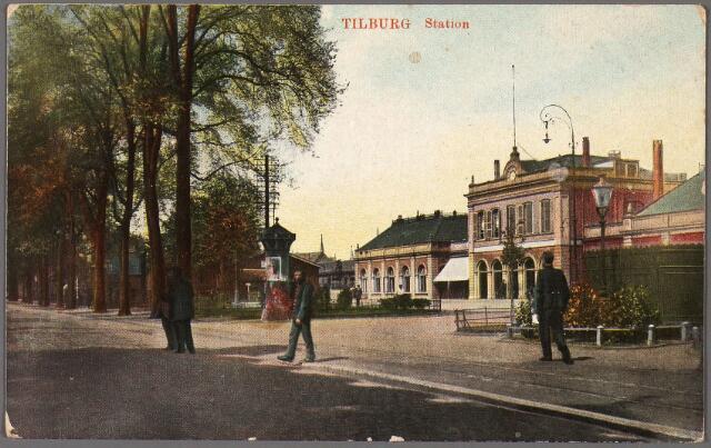 010352 - Station aan de Spoorlaan.
