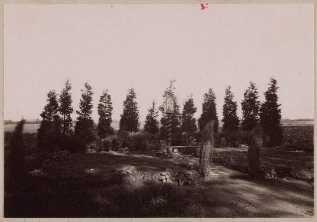 061676 - Veldkapel aan de Bosscheweg; ter nagedachtenis van het op die plek verongelukken van de heer van Lanschot