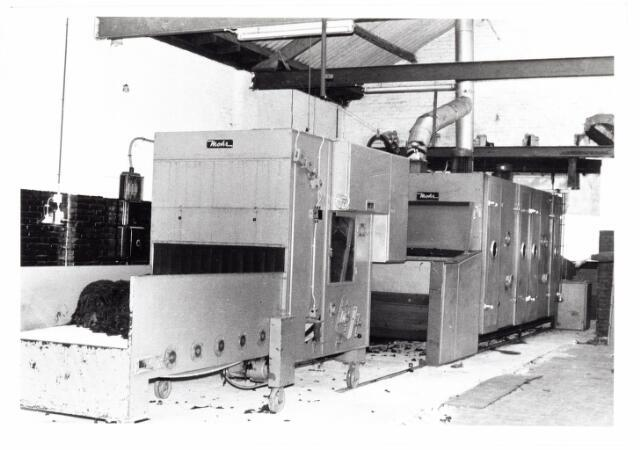 038109 - Textielindustrie. Interieur van de Firma Wolkat, lompengroothandel.