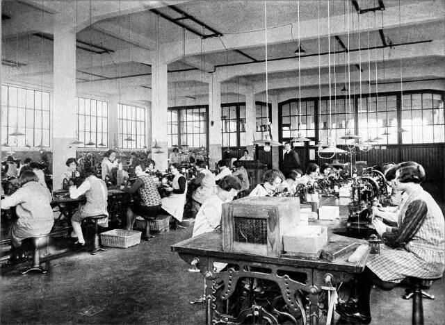 054565 - Stikkerij van stoomschoenfabriek Ligtenberg te Dongen.