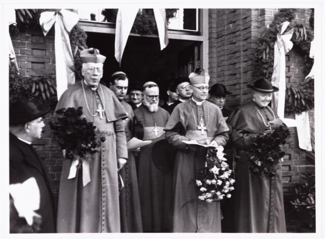 007615 - Bisschopswijding Mgr Pessers, pastorie van het Goirke. Mgr Pessers is geboren 5 februari 1896, overleden 3 april 1961.