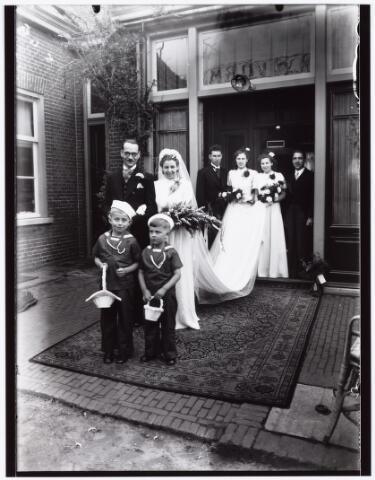 007280 - Alb.F.W.M. Kneepkens (apotheker) en Riet H.C. de Pont. Huwelijksinzegening op 2 mei 1942 te 10.00 in de kerk van het Heilig Hart Noordhoek Tilburg.