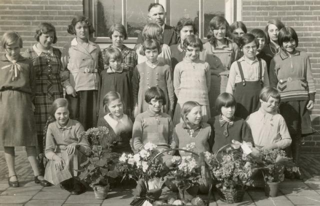 604598 - Klassenfoto, 1932.  Joodse kinderen. Schoolklas van de Korte Schijfstraat in Tilburg.