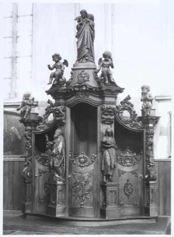019666 - Een van de vier eikenhouten biechtstoelen in de Goirkese kerk, vervaardigd door de gebroeders Goossens uit 's-Hertogenbosch in de jaren 1860, 1861 en 1863