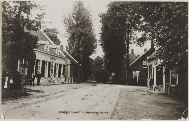 058477 - Dorpstraat, later Hoofdstraat. Links Pastorie Nederlands Hervormde Kerk