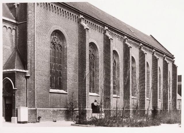 036173 - Monument Mgr. Joannes Zwijsen (1794-1877), vervaardigd door Toon Dupuis (1877-1934) in 1933. Staat nu aan het Willemsplein.