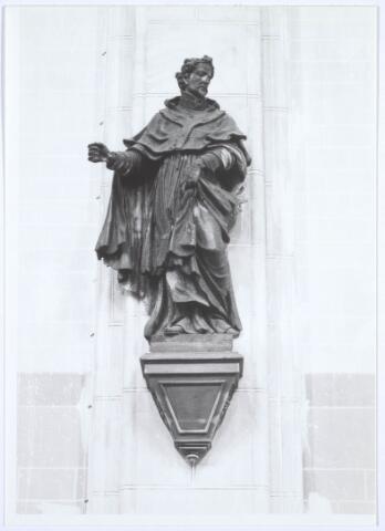 019641 - Beeld van St. Norbertus in de Goirkese kerk. Oorspronkelijk had de heilige een monstrans in zijn rechterhand
