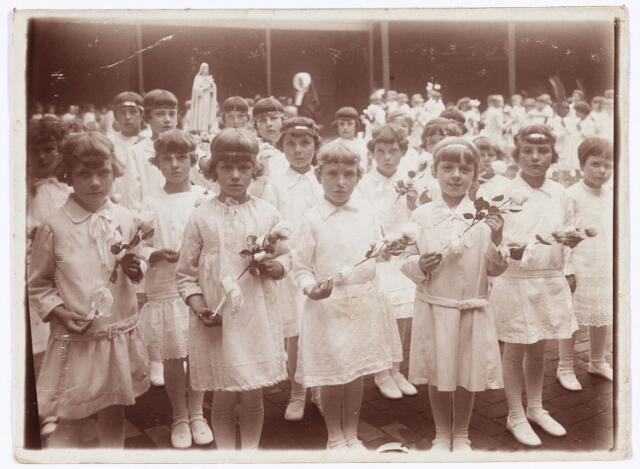 009077 - H.Harthulde op school, juni 1930.