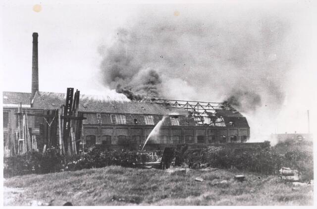024858 - Brand bij de firma Gebroeders van Beurden aan de Kuiperstraat op 25 april 1933