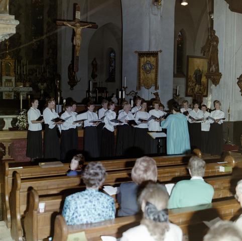 1237_012_900_004 - Mis in kerk van het Goirke (Dionysius kerk) t.g.v. Norbertijner Poortje.