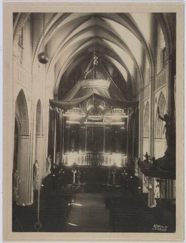 019604 - Versierd hoofdaltaar van de Goirkese kerk ter gelegenheid van de viering van het gouden priesterfeest in 1912 van mgr. Bots, deken van Tilburg