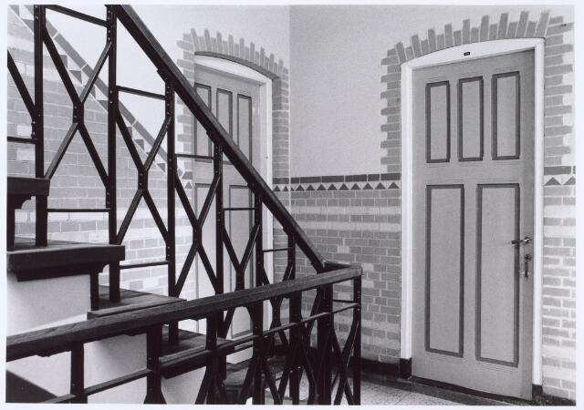 016360 - Interieur van het hoofdgeboiuw van de Generaal-majoor Kromhoutkazerne