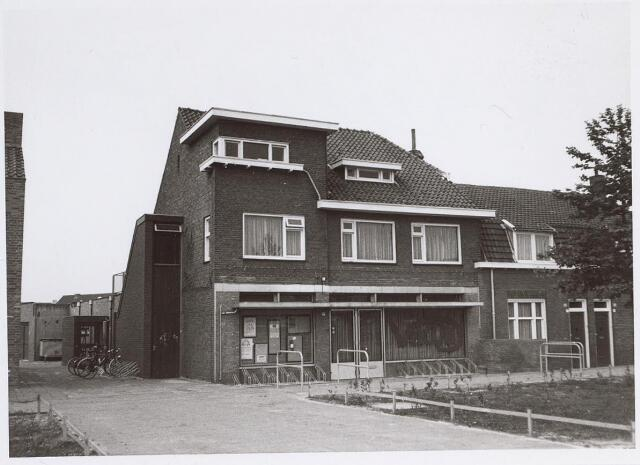 025758 - Pand Leharstraat 77 (voorheen Moleneind) waarin het jongerencentrum Vikon is gevestigd