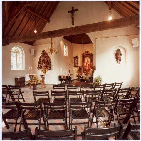020337 - Interieur van de Hasseltse kapel. Sinds 1856 waren de inkomsten voor de kapel in de maand mei groter dan die in andere maanden en vanaf 1865 vormde ze zelfs het merendeel