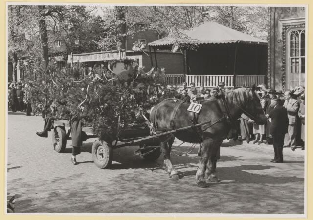 080799 - 10 jaar bevrijding. 1945-1955 No. 10 De Trouwe wacht. Hondenclub