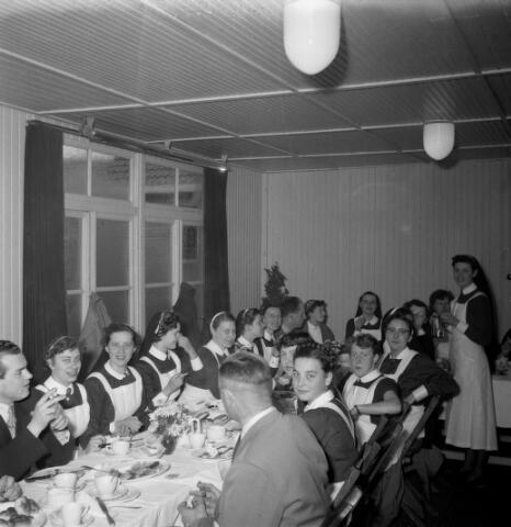 050528 - Elisabethziekenhuis. Lunch voor het personeel t.g.v. 125-jarig bestaan van de stichting ´Het R.K. Gasthuis´en 25 jarig bestaan St. Elisabethziekenhuis.