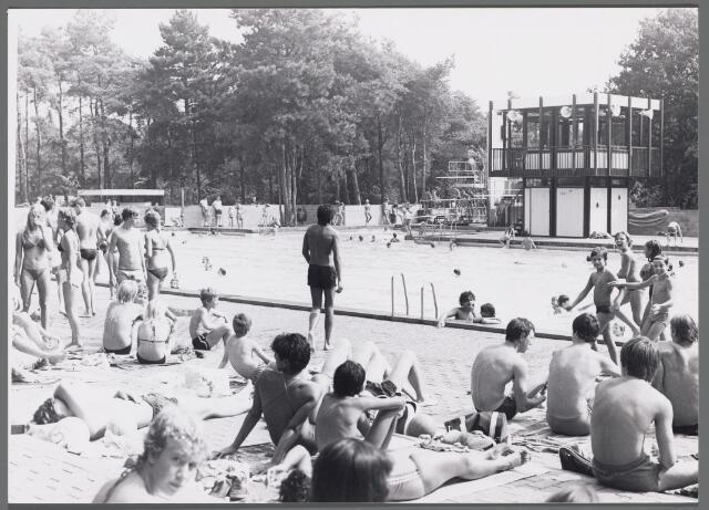 102539 - Sport- en Recreatiecomplex De Warande met openlucht zwembad.