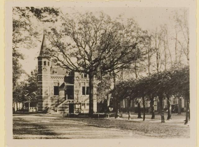 074342 - Het gemeentehuis aan de Lind te Oisterwijk.