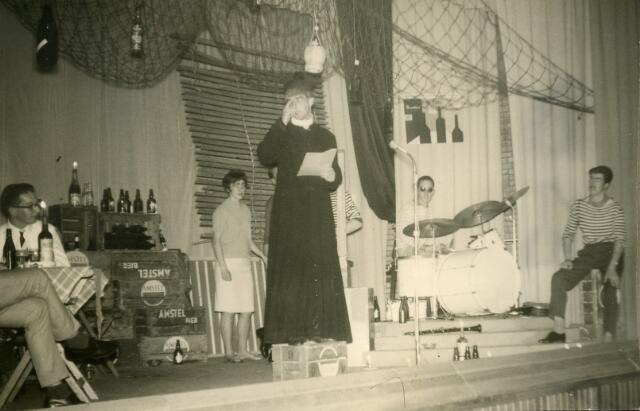 092035 - Cabaretavond St.  PAULUS-HBS t.g.v. de opening van het nieuwe gebouw.