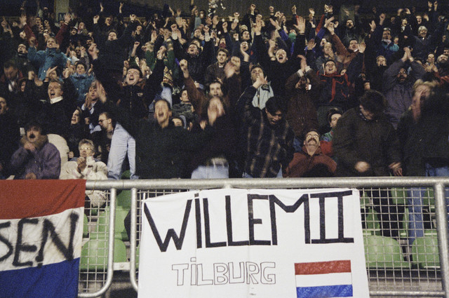 TLB023000646_003 - Supporters Willem II op de tribune.