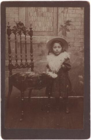 003873 - Johanna Judoca Maria (Jo) BURMANJE (Tilburg, 10 november 1904 - Tilburg, 14 januari 1991). Dochter van schoenmaker Petrus Adrianus (Jos) BURMANJE (1871-1932) en Anna Huberta Princen (1870-1941).