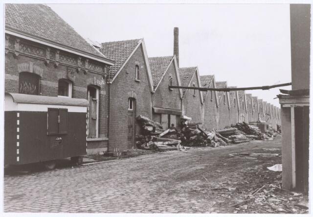 022192 - Textiel. Sloop van wolspinnerij Pieter van Dooren aan de Hilvarenbeekseweg in 1975
