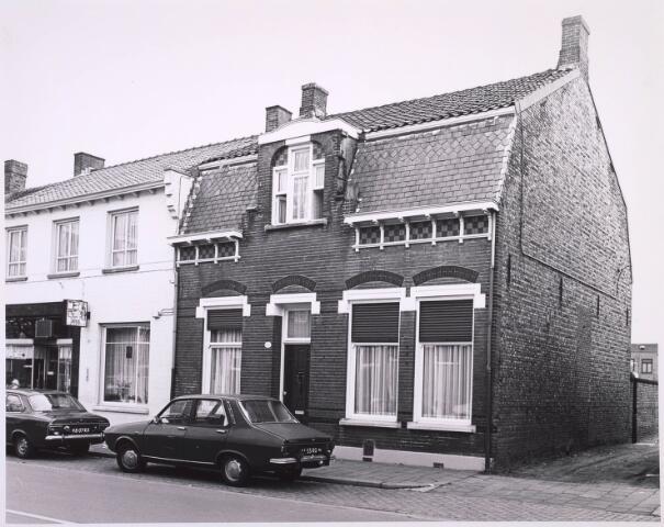 023254 - Pand St. Josephstraat 72 (rechts) met daarnaast bakker Keusters medio 1976