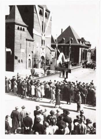 010084 - 25-jarig priesterfeest bouwpastoor W. Mutsaerts parochie H. Theresia.